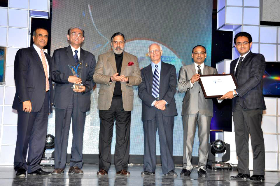 Mr. Tapas Chatterjee receiving the SME of the year 2012